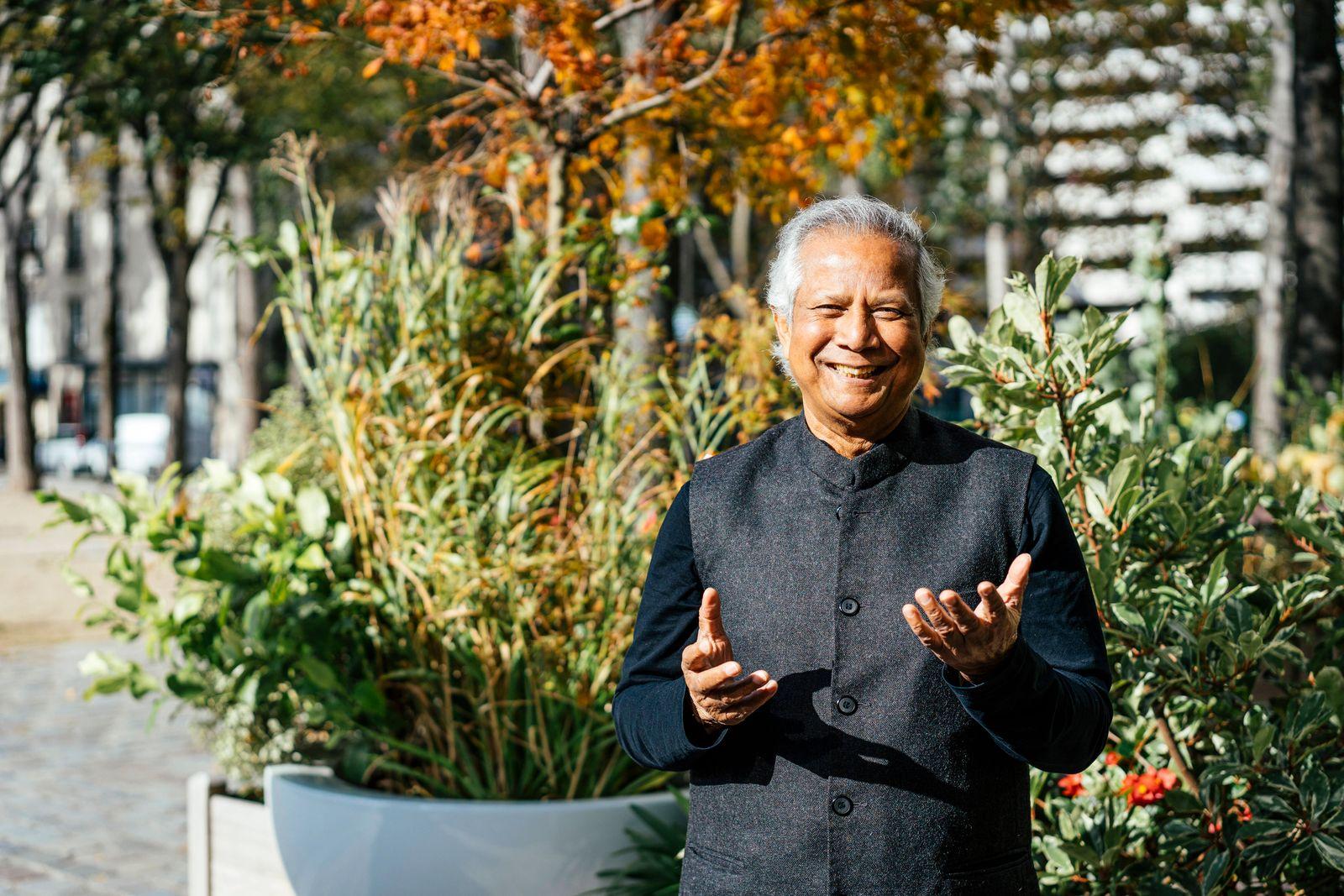 Muhammad Yunus, Nobel Peace Prize laureate. Muhammad Yunus, laurà at du prix Nobel de la paix. Muhammad Yunus, Nobel Pea