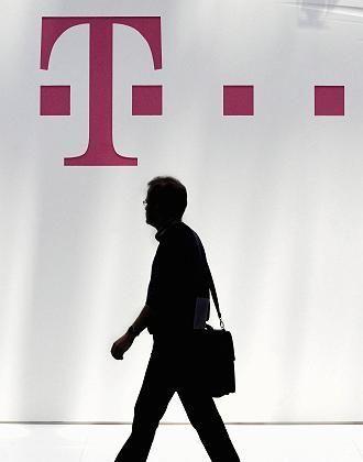 Telekom-Logo: Ärger um rapide gefallenen Kurs der T-Aktie