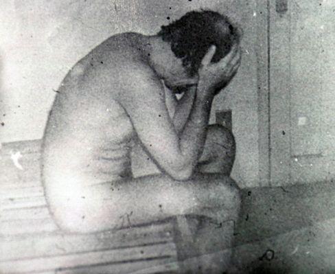 """Opfer der brasilianischen Militärdiktatur (der Journalist Vladimir Herzog 1975 in seiner Zelle, kurz bevor die Militärs seinen angeblichen Selbstmord verkündeten): Mit """"Orvil"""" reagierten die Streitkräfte auf die Dokumentation ihrer Verbrechen."""