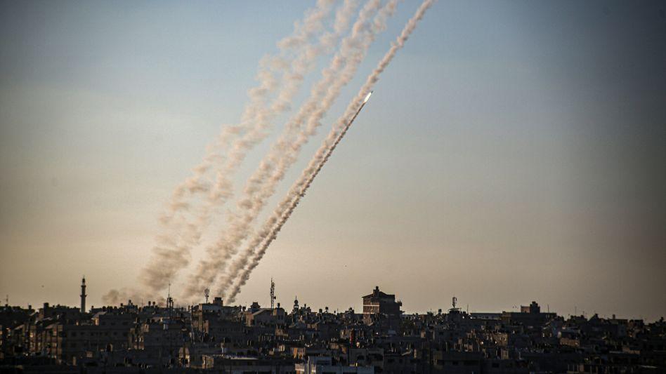 Palästinensische Autonomiegebiete, Chan Junis: Raketen werden im südlichen Gazastreifen in Richtung Israel abgefeuert