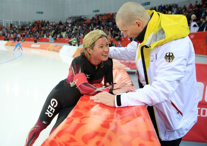 Eisschnellläuferin Pechstein mit Lebensgefährten Große (2014 in Sotschi, Russland)