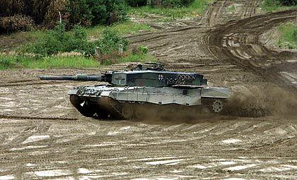 Leopard II auf dem Truppenübungsplatz in Munster: Einer der stärksten Kampfpanzer der Welt