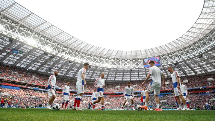 WM-Eröffnung: Robbie singt, Russland trifft