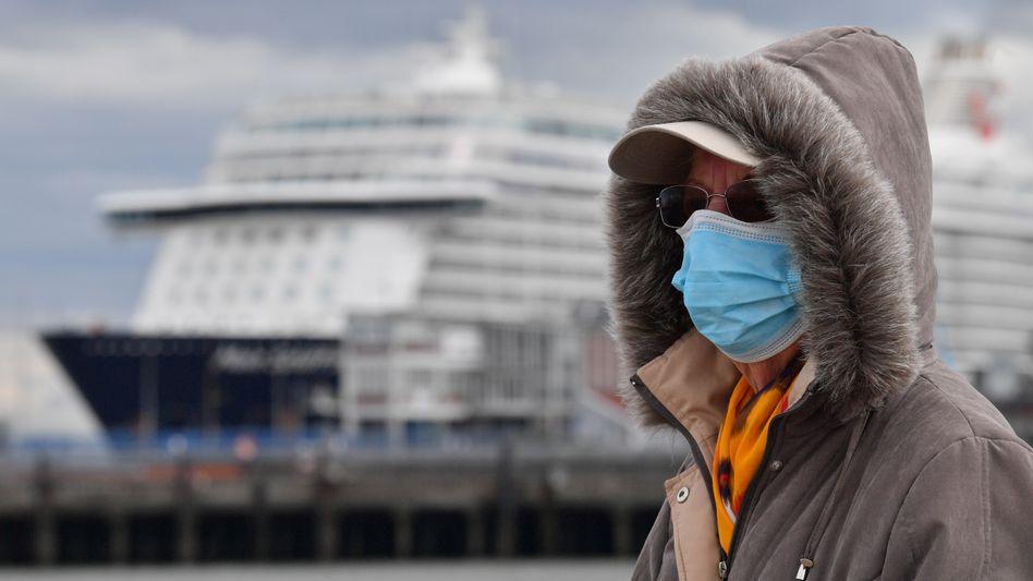 """Unter Quarantäne gestellte """"Mein Schiff 3"""" in Cuxhaven: Fast 3000 Crewmitglieder an Bord"""