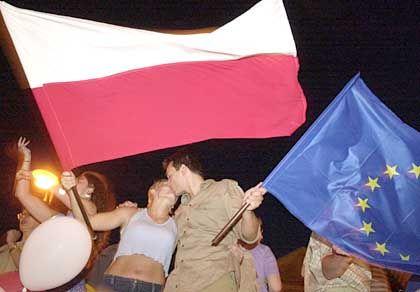 Jubel nach Referendum: 2003 stimmten 79 Prozent der Polen für einen EU-Beitritt ihres Landes - heute sind immer noch 85 Prozent dafür