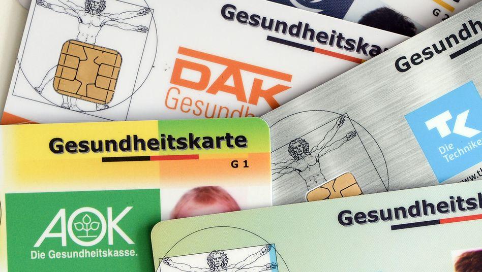 """Gesundheitskarten verschiedener Kassen: """"Das dicke Ende kommt erst noch"""""""
