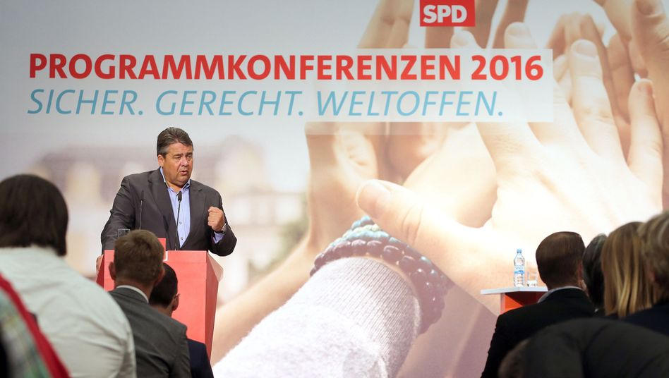 Sigmar Gabriel bei SPD-Konferenz in Berlin