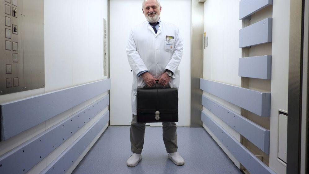 Jürgen Schäfer, Leiter des Zentrum für unerkannte Krankheiten (ZuK) in Marburg