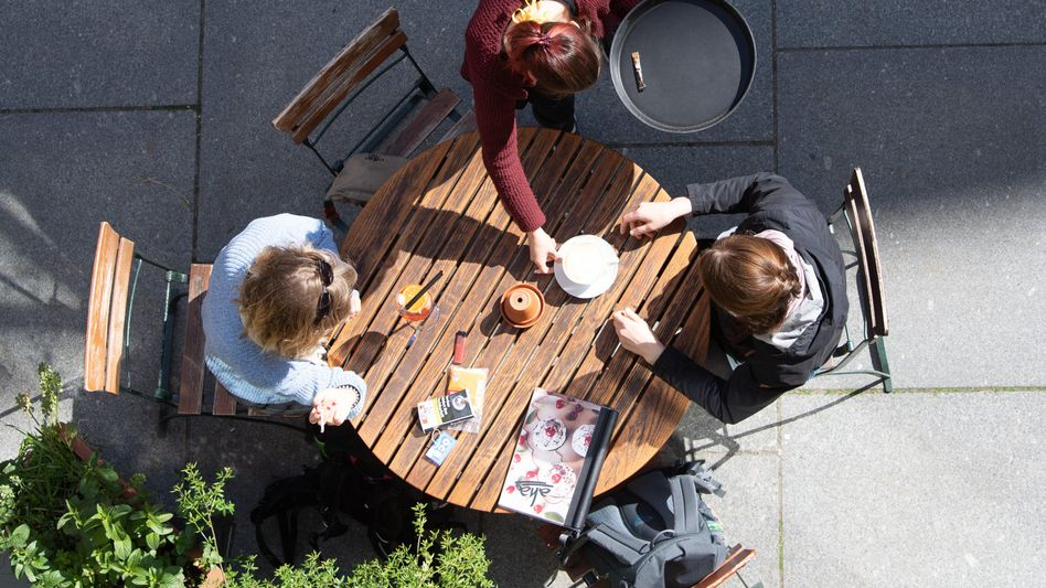 Café in Dresden (Symbolbild): Branche besonders von Corona-Schließungen betroffen