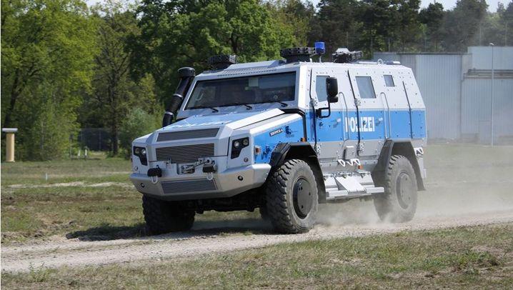Polizei: Schwer gepanzertes Spezialfahrzeug