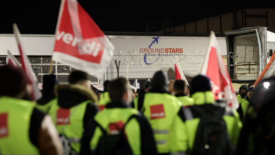 Ver.di-Mitglieder beim Warnstreik am Montagmorgen in Hamburg