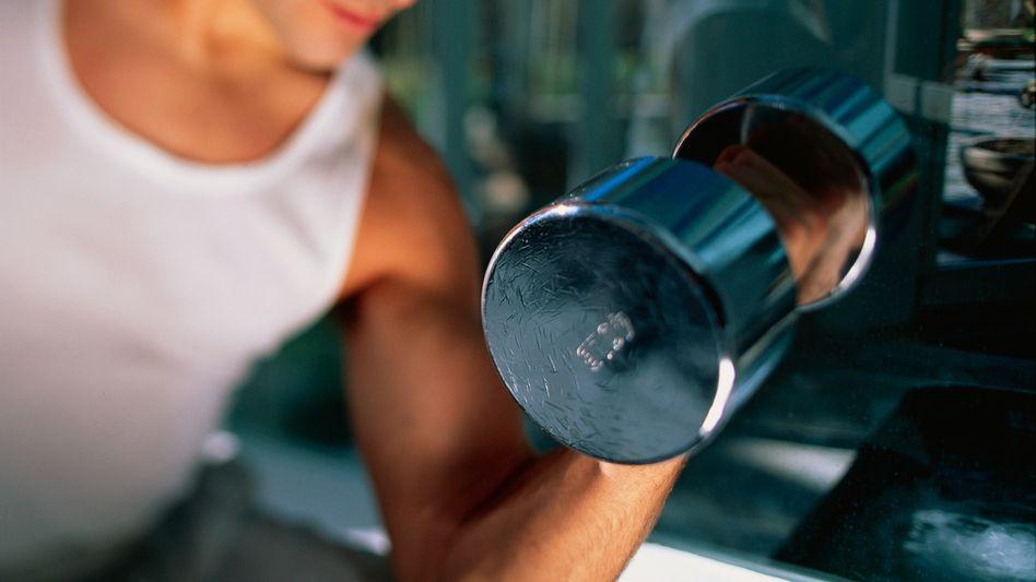 Muskeltraining: Beim BFR-Training wird der Blutfluss reduziert und dadurch die Ausschüttung von Wachstumshormonen angeregt
