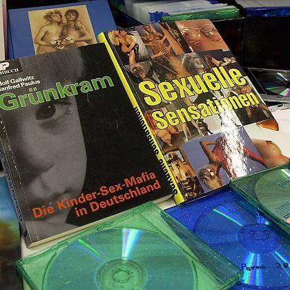 """Beschlagnahmte Bücher und CDs (aus der Aktion """"Marcy"""" 2003): """"Das ist eine neue Dimension"""""""