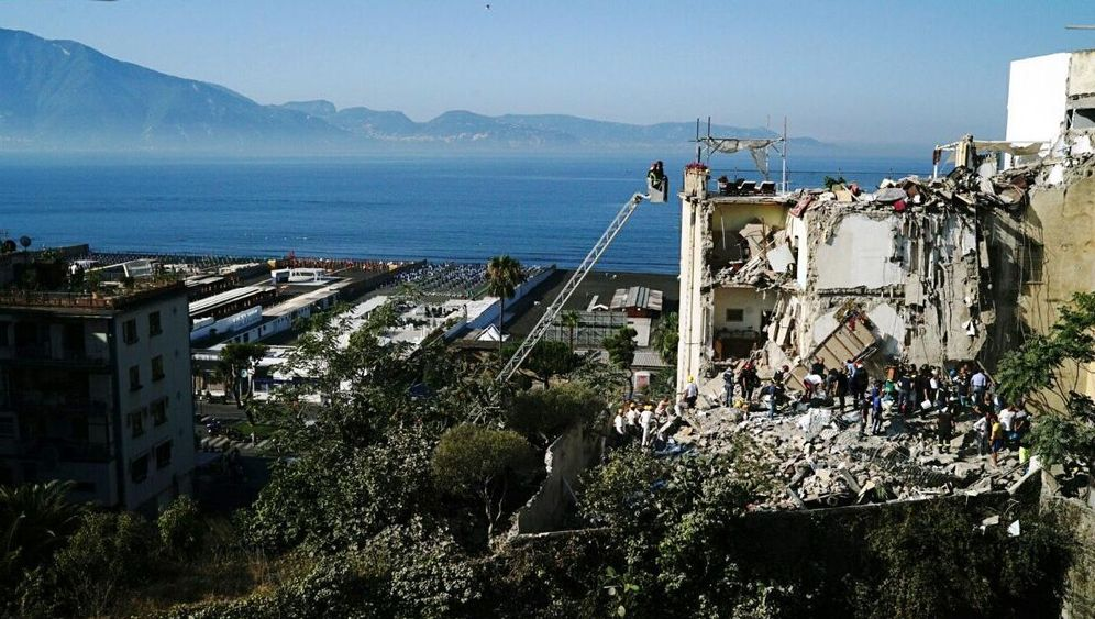 Hauseinsturz: Großeinsatz in Neapel