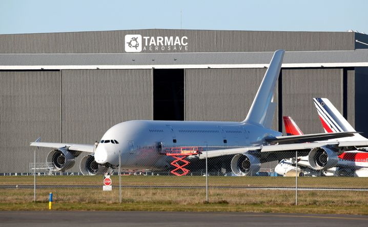 Ausgemusterte A380 auf dem Flughafen Tarbes-Lourdes-Pyrenees