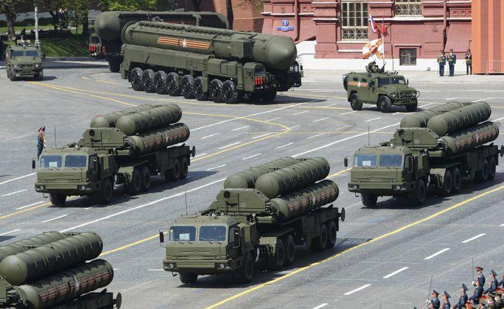 S-400-Raketen bei einer Parade in Moskau (Archiv): Auch in der Arktis stationiert