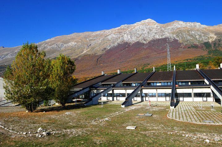 Gran-Sasso-Labor in den Abruzzen von außen