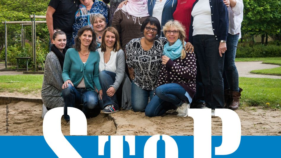"Aktivistinnen des Projekts ""Stop"" in Hamburg-Steilshoop"