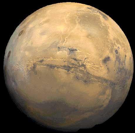Roter Planet: Seit jeher gibt der Mars, hier mit dem mehr als 4000 Kilometer langen Valles Marineris im Zentrum, den irdischen Beobachtern Rätsel auf