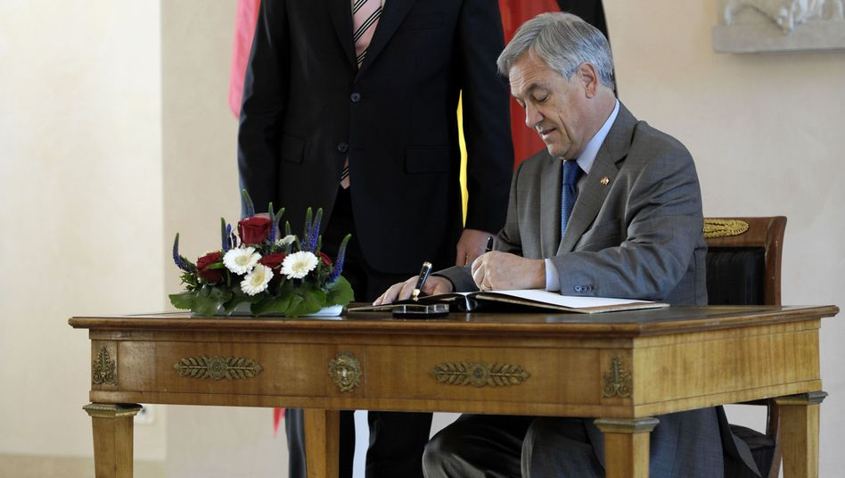"""Deutschland Über Alles:"" Chilean President Sebastian Pinera wrote his controversial dedication into the official guest book of German President Christian Wulff (left)."