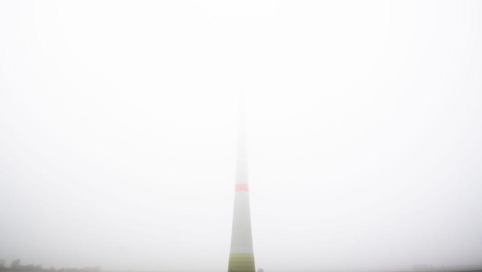 Windrad im Nebel: Ausbau stockt