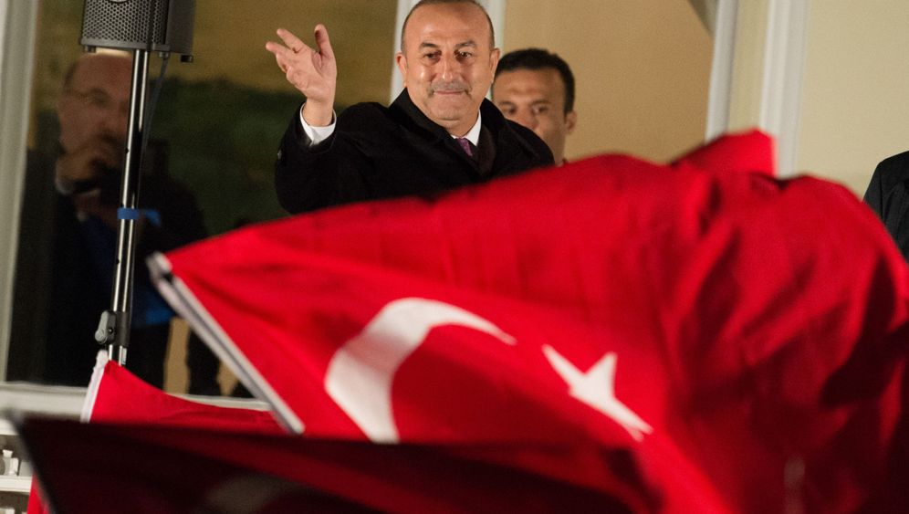Photo Gallery: Erdogan's Campaign in Germany