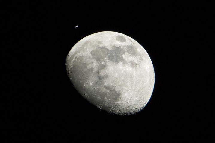 Der Mond besitzt starke Kräfte: Ob diese auch beim Abnehmen helfen?