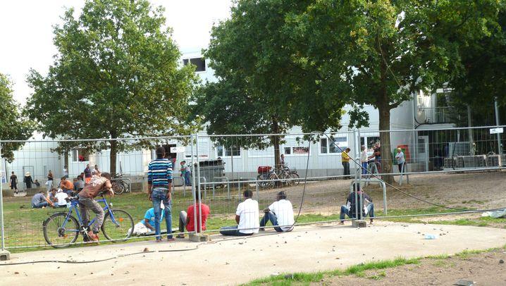 """Asylbewerber in Hamburg: Die Flüchtlinge auf dem """"Parkplatz Braun"""""""