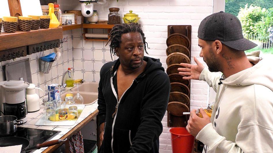 Mola Adebisi und Mike Cees im »Sommerhaus der Stars«