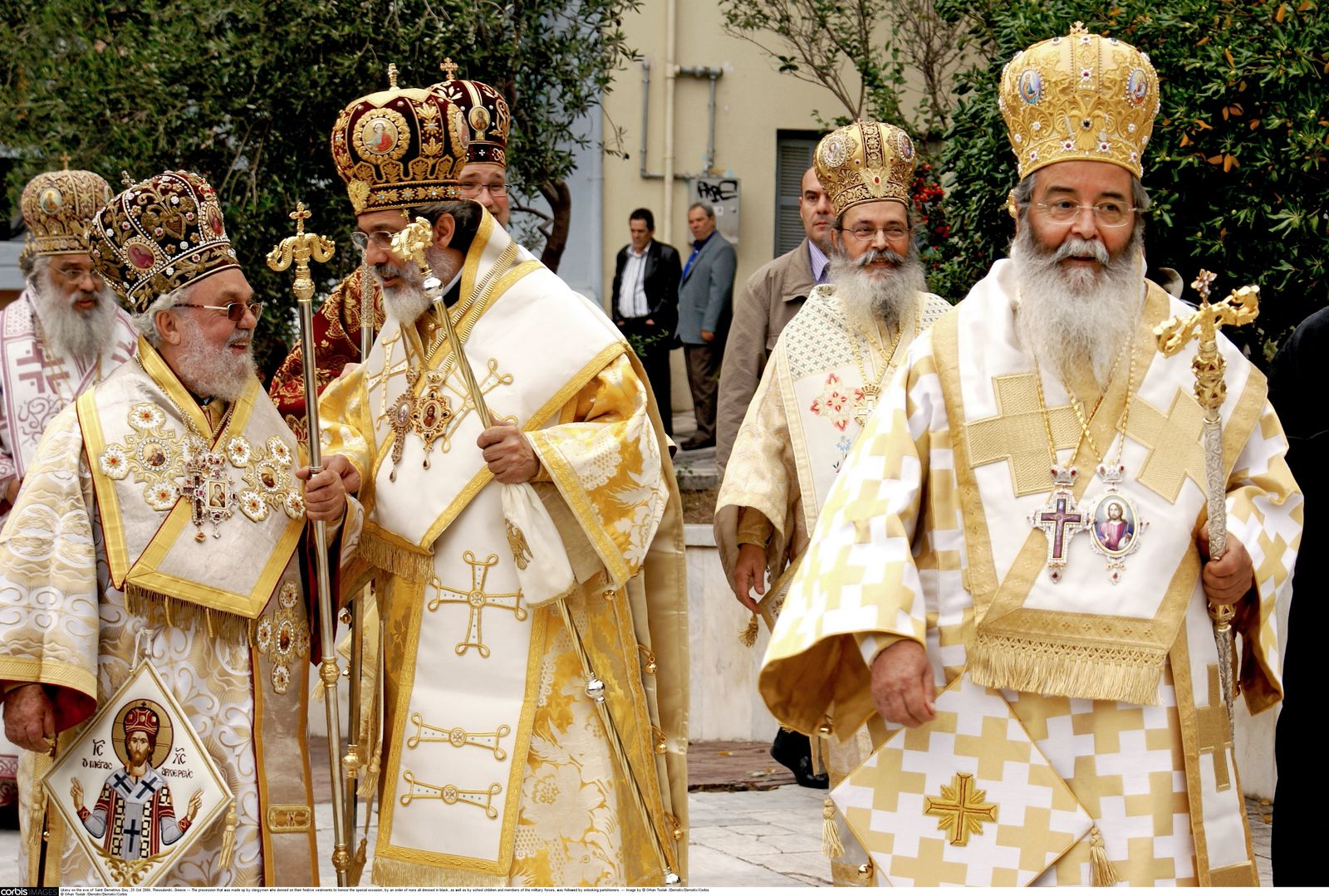 NICHT MEHR VERWENDEN! - SP 40/2012 S.100 Prozession Kleriker Thessaloniki