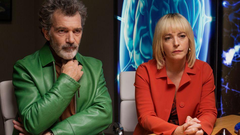 """Antonio Banderas und Nora Navas in """"Leid und Herrlichkeit"""""""
