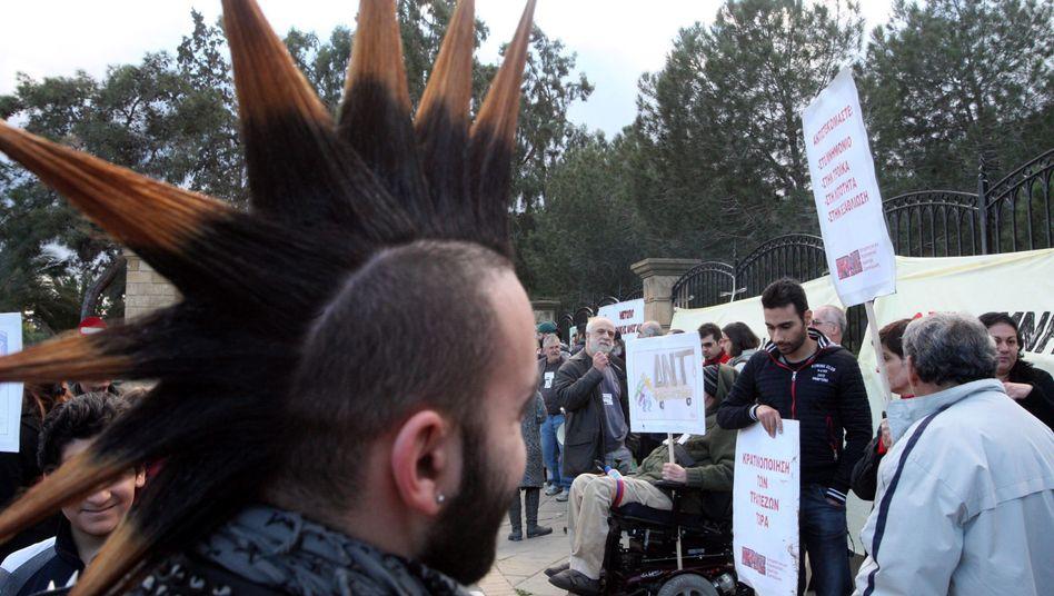 Demonstranten vor dem Präsidentenpalast in Nikosia: Gegen die Enteignung