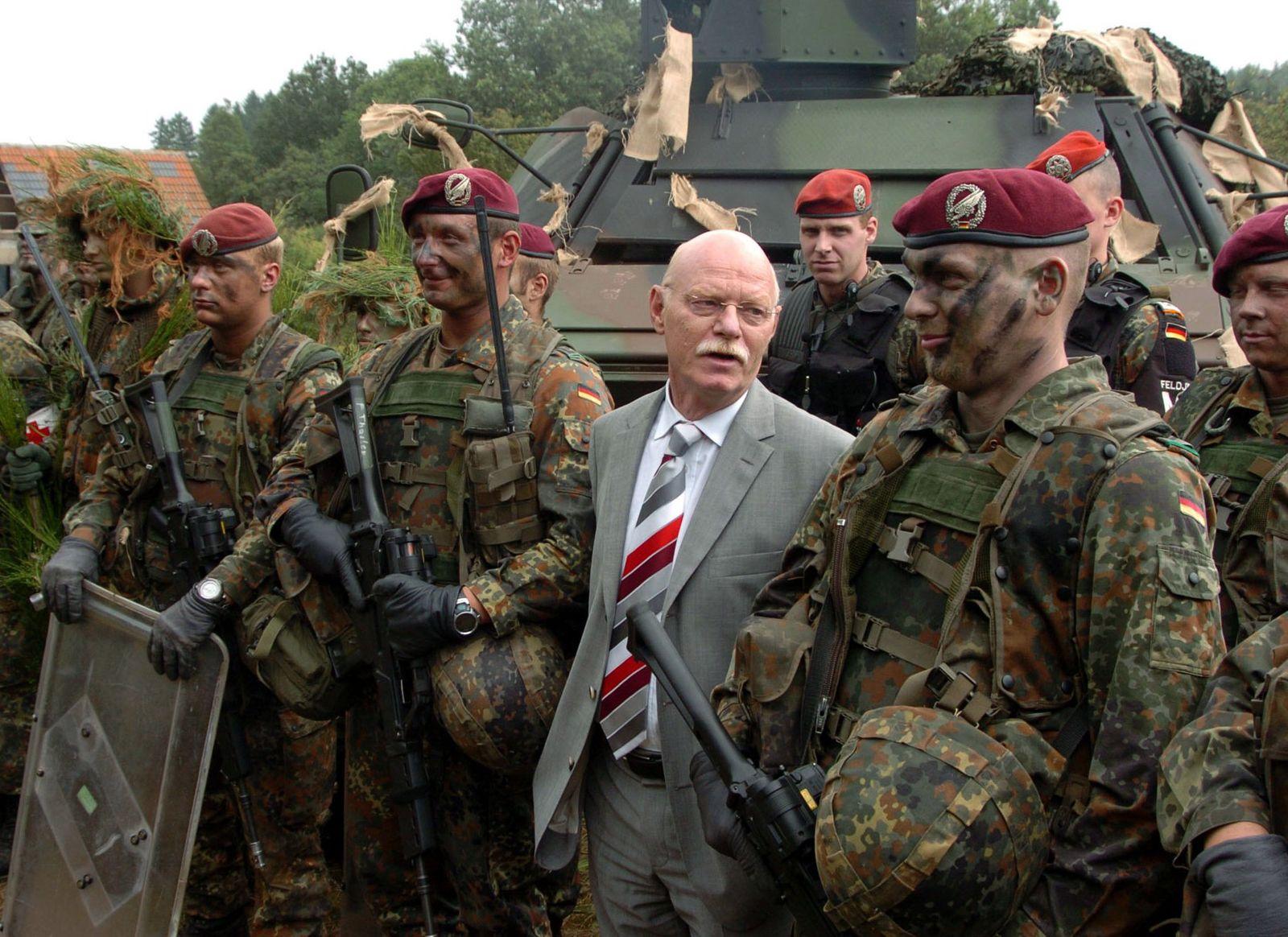 Bundesminister Struck in Lebach
