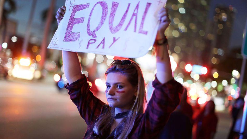 Demonstration für geschlechtergerechte Bezahlung (Archivbild)