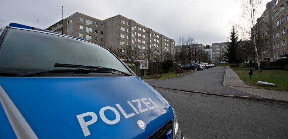 Polizeifahrzeug in Dresden: Rätselhafter Tod eines Flüchtlings