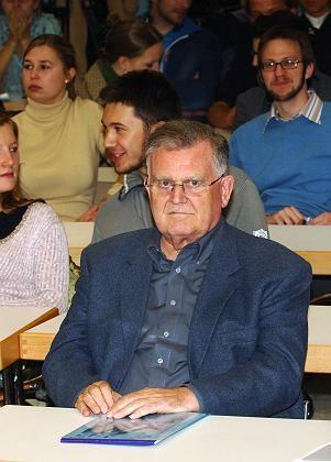 """Erwin Teufel (beim Studienstart 2005): """"Gereut hat's mich keine Stunde"""""""