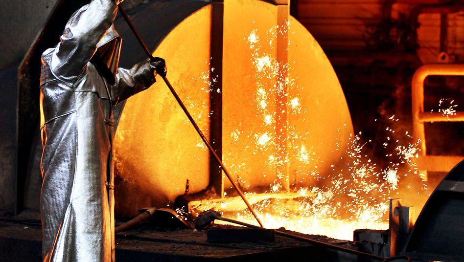 Stahlarbeiter (bei ThyssenKrupp): Der Export schwächelt