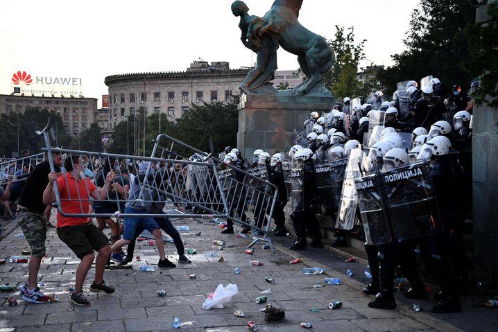 Demonstranten in Belgrad (Juli 2020): Empörung über Ablauf der Wahl