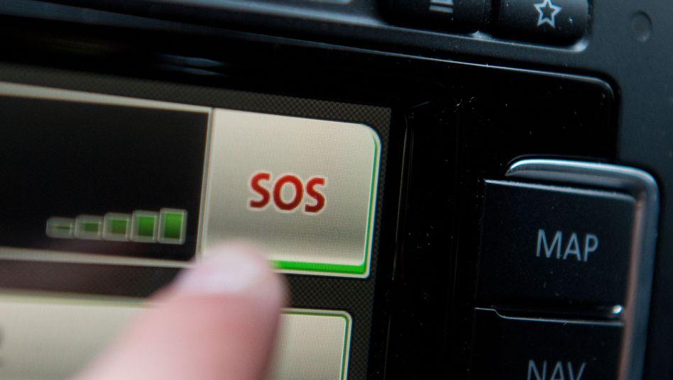 Notruf-Knopf im Auto: Die EU-Kommission will eCall zur Pflicht machen