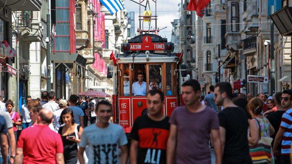Straßenszene in Istanbul am 22. August 2018