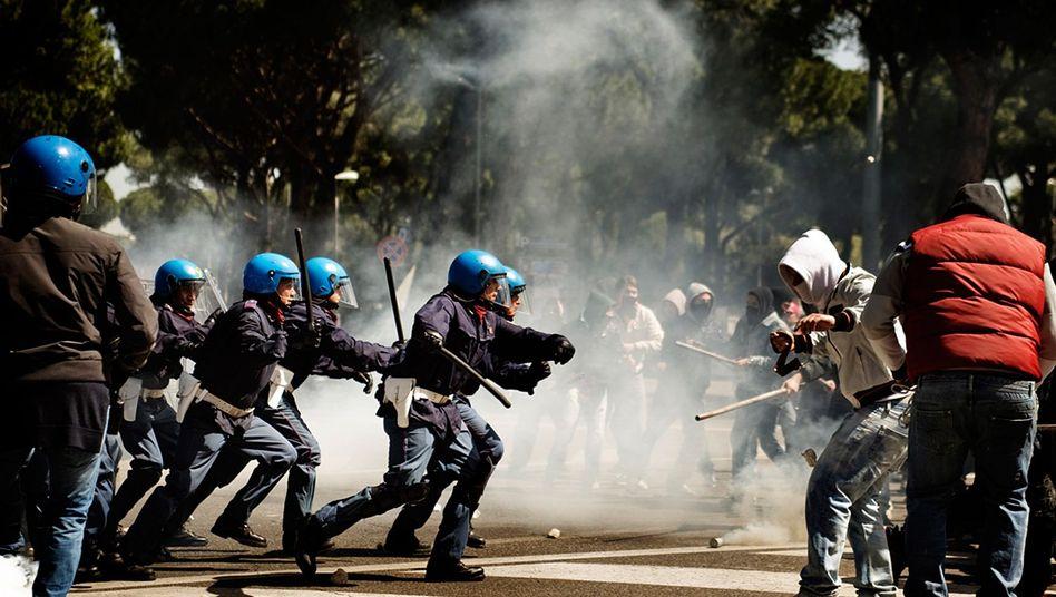 "Szene aus Stefano Sollimas Film ""A.C.A.B. - All Cops Are Bastards"""