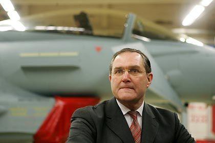 """Verteidigungsminister Franz Josef Jung vor Eurofighter: """"Gehen Sie davon aus, dass das alles besprochen ist"""""""