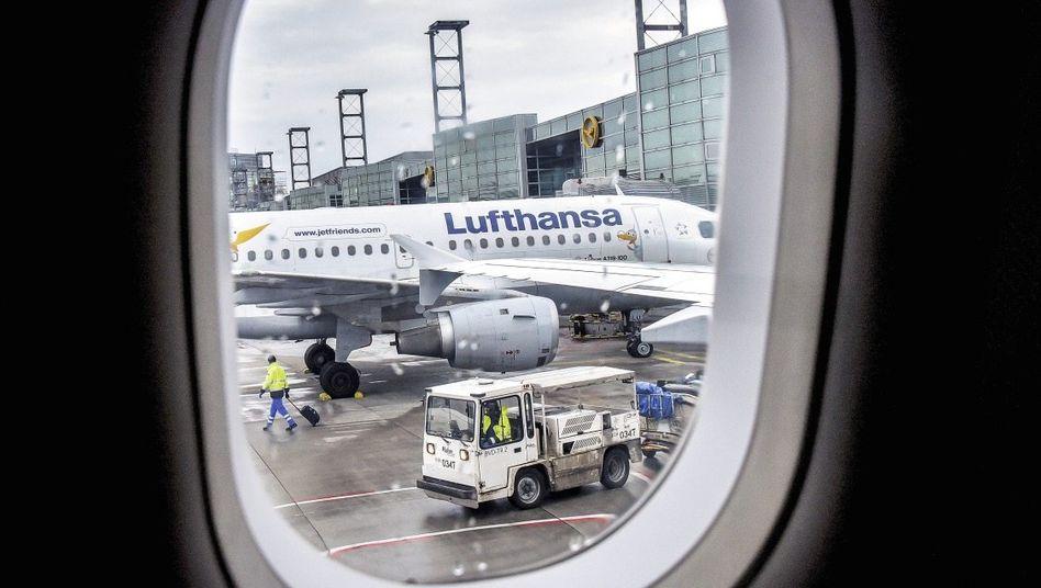 Lufthansa-Jets am Flughafen Frankfurt am Main: 100 Euro pro Mahlzeit und Person