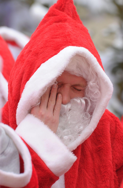 Weihnachtsmänner in Berlin / Müdigkeit