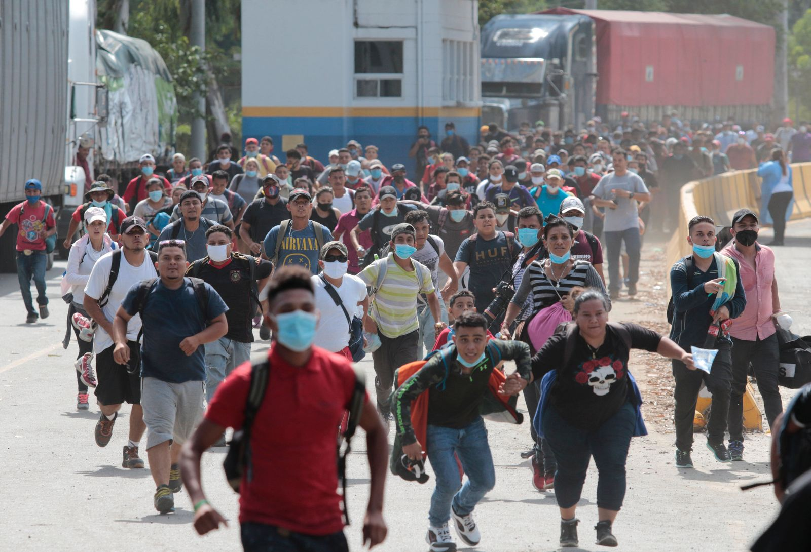 Migranten ziehen von Honduras in Richtung USA
