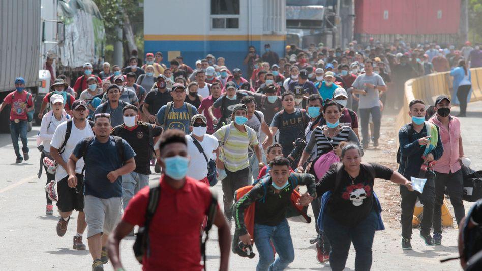 Migranten aus Honduras haben es Anfang Oktober geschafft, die Grenze zu Guatemala zu überqueren