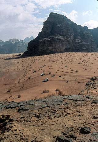 Mit Allradantrieb durch die Wüste des Wadi Rum