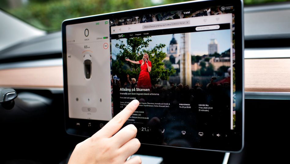 Ein Urteil des Oberlandesgerichts Karlsruhe könnte große Auswirkungen zur Nutzung von Touchscreens wie dem im Tesla Model 3 haben