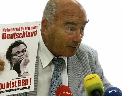 """Jörg Schönbohm: Beschlagnahmtes Flugblatt des verbotenen Vereins """"Schutzbund Deutschland"""""""