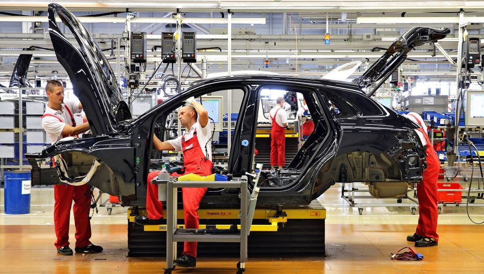 Arbeiter im Porsche-Werk Leipzig